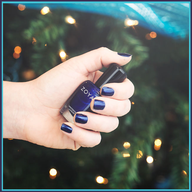 blue christmas manicure
